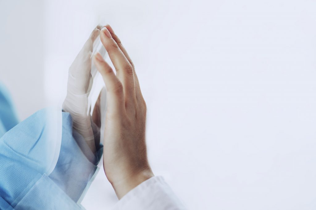photo main contre main effet miroir flammes jumelles