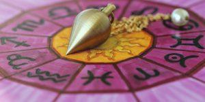 Initiation au pendule : le guide pour faire du pendule divinatoire et radiesthésique
